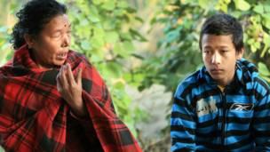Сурай Тхапа с матерью