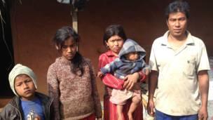 Кумар Шрестра с семьей