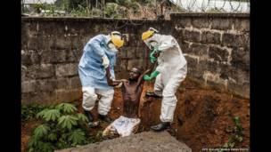 सिएरा लियोन के हैस्टिंग इबोला ट्रीटमेंट सेंटर के डॉक्टर