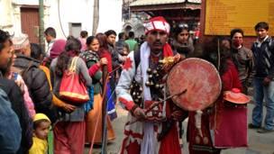 मन्दिर नजिकै एक नेपाली धामी