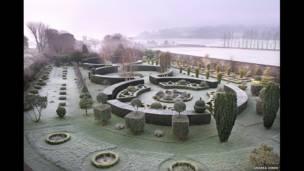 İskoçya'nın batı kıyısında Rosneath, Parkhead'deki bir bahçe, Andrea Jones