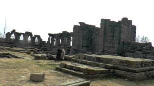 मार्तण्ड सूर्य मंदिर