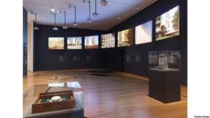 Vista de instalação 'Latin America in Construction: Architecture 1955-1980' no Museu de Arte Moderna de NY (MoMA). Foto: Thomas Griesel. © 2015 The Museum of Modern Art, New York