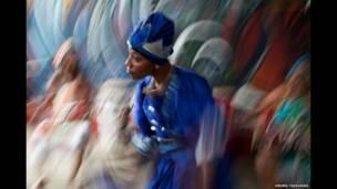 A woman dancing, Havana, Cuba. © Uruma Takezawa