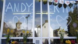 Отражение кафедрального собора в витрине
