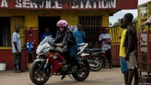 Мотоциклистка