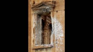 Разрушенное окно