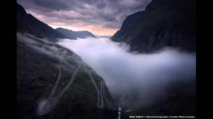 الطريق الجبلي والضباب