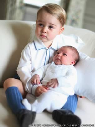 Принцесса Шарлотта и принц Джордж: первые фото из Германии