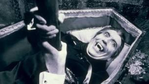 دراكولا ينهض من القبر، ريكس فيتشرز