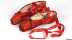"""أحذية باليه فيلم """"ذات الرداء الأحمر"""""""