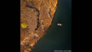 एलेक्ट्रेनाई झील में मछुआरें, लिथुआनिया