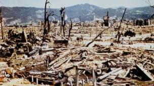 美國陸軍通信兵的照片顯示,原爆後,廣島滿目瘡痍。這張照片拍攝日期不詳,不過應該在原爆後不久拍攝。美聯社