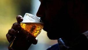 Los expertos recomiendan moderación al beber.
