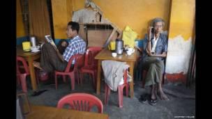 Warung teh di Yangon, 2013