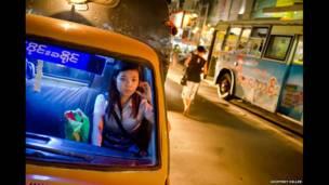 Taksi di Yangon, 2001