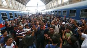 Wahamiaji kituo cha treni Budapest