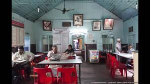 दि पैलेसेस ऑफ़ मेमोरीः टेल्स फ्रॉम दि इंडियन कॉफ़ी हाउस बाय स्टुअर्ड फ़्रीडमैन