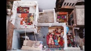 'रूफ़टॉप स्लीप्स, वाराणसी', यास्मिन मंद