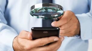 """Uno de sus """"pitufos"""" se encarga de que la presencia de espionaje no deje huellas en los aparatos."""