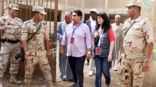 عناصر من الجيش يؤمنون اللجان