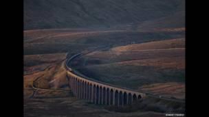 """Поезд на виадуке Рибблхэд"" в Северном Йоркшире, фото Роберта Франса"
