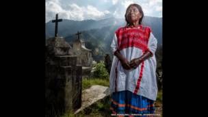 Woman in Mexico. Eric Mindling / Survival International