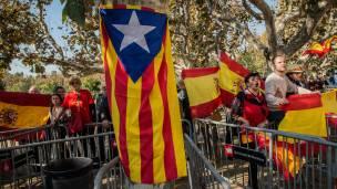 Banderas de Cataluña independiente y de España