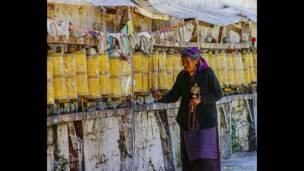 तिब्बती महिला, ब्रायन टुनार्ड