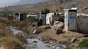 Туалеты в лагере беженцев в Ливане
