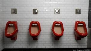 Туалет в одном из баров Парижа