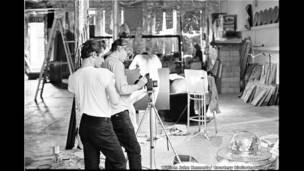 أندي وورهول أثناء تصوير فيلم 1964