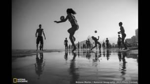 """""""المباراة""""، تصوير سيمون مونتي."""