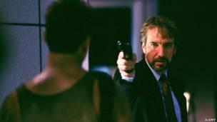 Bruce Willis ve Alan Rickman Die Hard filminde, ALAMY