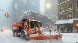 अमरीका में भारी बर्फ़बारी
