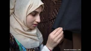 Sarah, 15 jir, mustaqbalka Naqshadaynta dharka -Meredich Hutchison/IRC