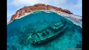 जहाज़ के इस मलबे की फ़ोटो थॉमस हेकमैन ने ली है.