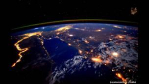 نهر النيل أثناء الليل من المحطة الفضائية الدولية