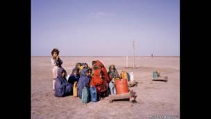 дети идут за водой, провинция Синдх, Пакистан, 2013 год.