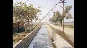 Оросительный канал, Канпур, Индия, 2014 год.