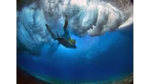 منظور من تحت الماء لركوب الأمواج