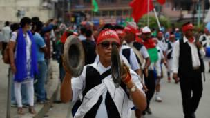 राजधानीमा आयोजित प्रदर्शनका तमुवानका एकजना कार्यकर्ता।