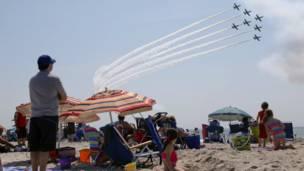 सैन्य विमानों की कलाबाज़ी के जलवे