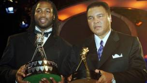Lennox Lewis y Mohamed Alí con galardones