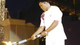 Alí enciende la llama olímpica en Atlanta, 1996