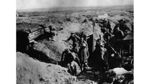 القوات الألمانية خارج خنادقها في السوم.