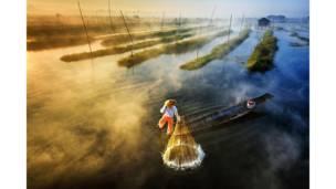صياد في ميانمار