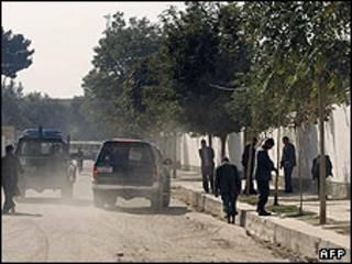 پلیس افغانستان در محل کشته شدن امدادگر خارجی
