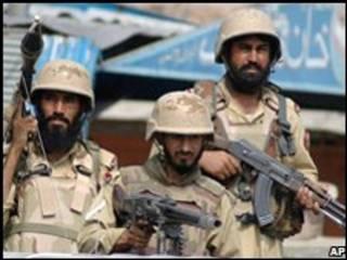 سربازان پاکستانی در تنگه خیبر
