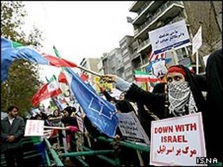 تظاهران سیزده آبان